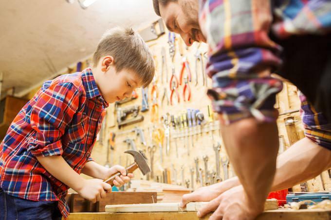 商品を作る子供